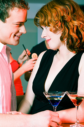 Mann und Frau beim Flirten