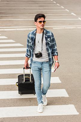 Mann reist während Kontaktsperre