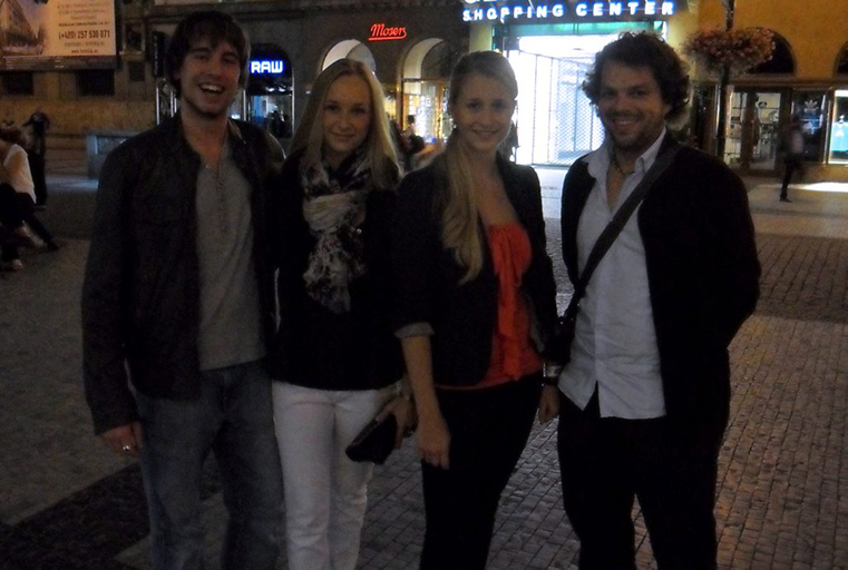 Bernhard und Andreas flirten mit Frauen auf der Straße