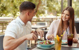 Mann und Frau erstes Date