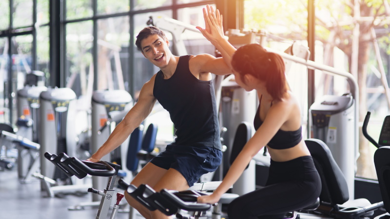 hilf mir flirten im fitnessstudio