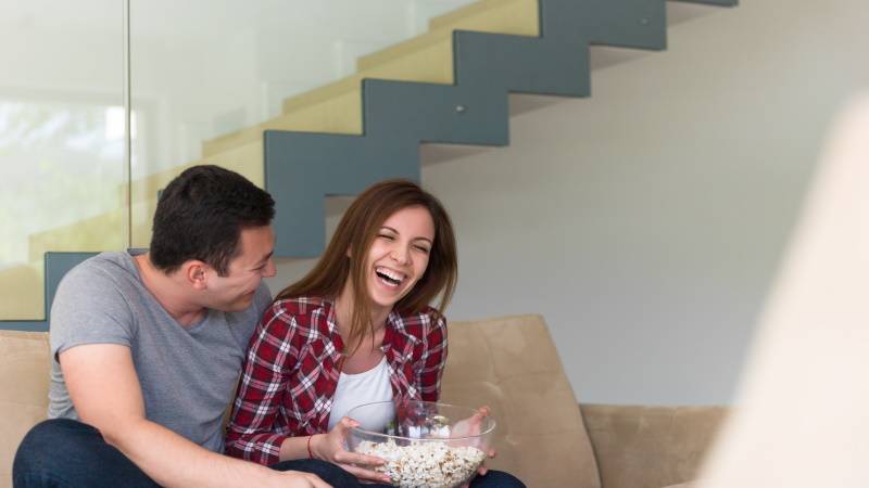 Der dating-coach schaut online zu