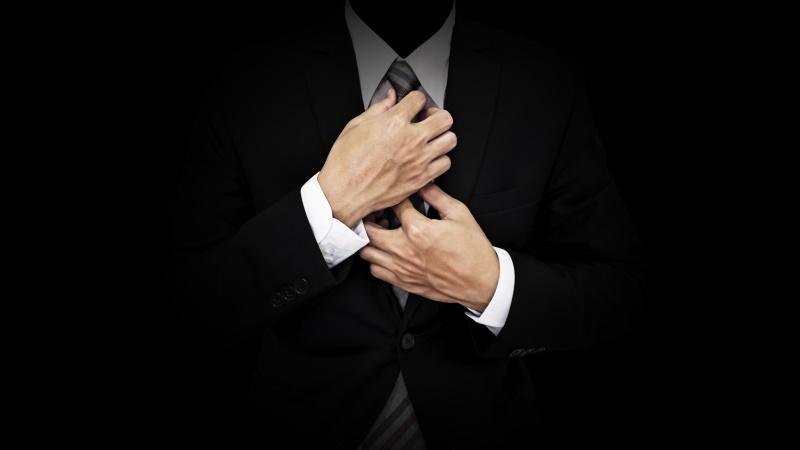 Mann im attraktiven Business-Anzug